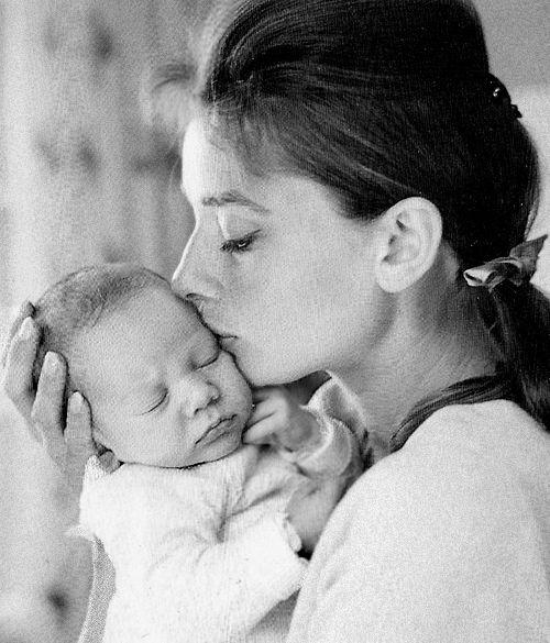 Povești de dragoste: Adevărata poveste a celor două mari iubiri ale lui Audrey Hepburn