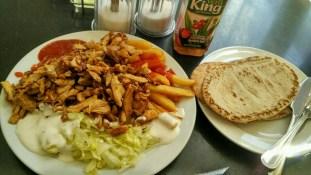 satu paket makanan di Green Olives Restaurant. masjid ICCI. segini EUR 9, porsi arab bener dah.. gak abis makan ditempat, separonya dibawa pulang