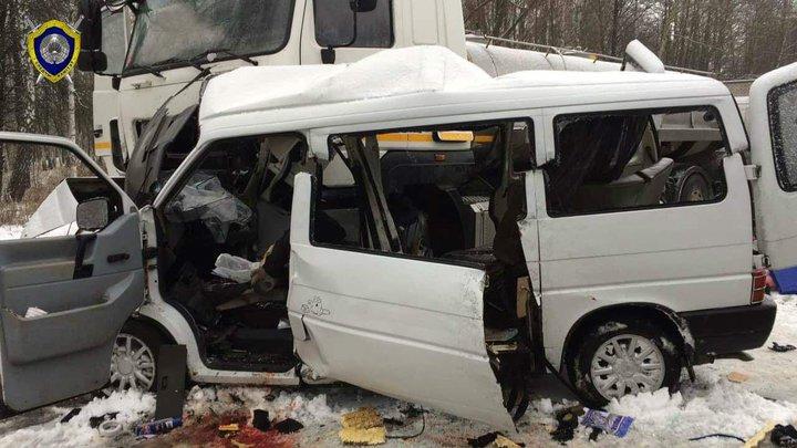 Жуткая авария под Калинковичами: маршрутка вылетела на встречку под молоковоз. Погибли все пассажиры
