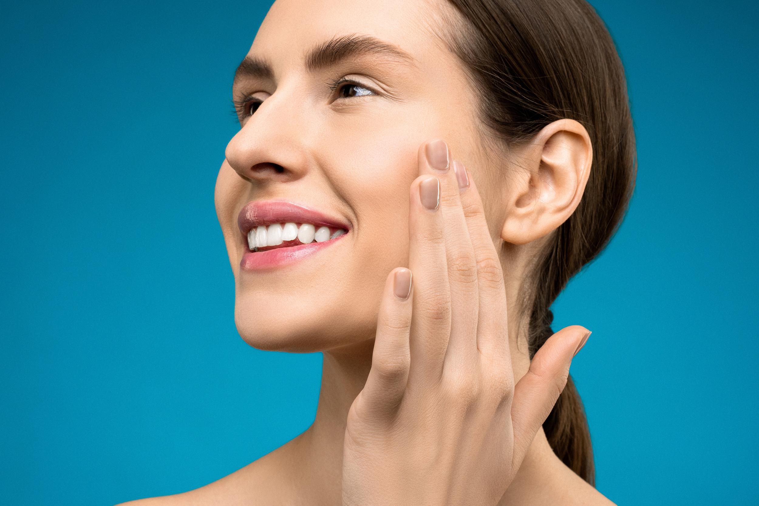 Menos manchas e marcas de expressão com tratamento de Nano Ácidos