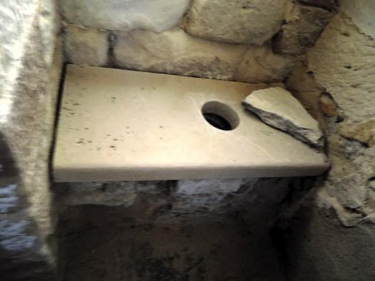 crampagna_latrine.jpg
