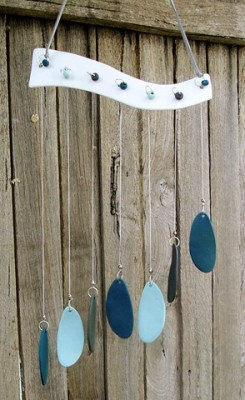 Delightful teal shades to this porcelain teardrop windchime