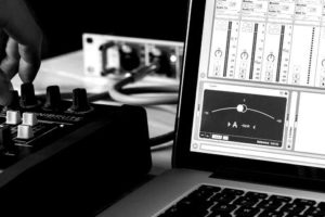 abletonlive_tuner_1_1200x630.jpg__615x322_q85_crop_subsampling-2_upscale-blackwhite
