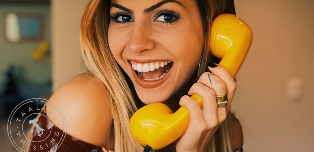 Italiaanse dame aan de telefoon