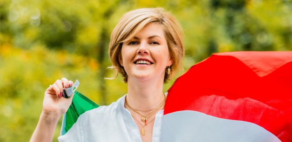 Claire met de Italiaanse vlag