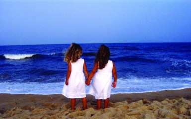 girls_beach