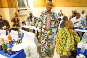 Afrikkalaista kangasta miehille ommeltu puku  I love This!