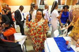 Afrikkalaista kangasta naiselle ommeltu puku  I love This too!
