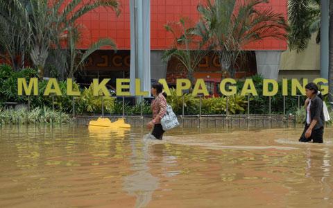 https://i2.wp.com/belisewarumah.com/wp-content/uploads/2013/01/kelapa-gading-banjir-1.jpg