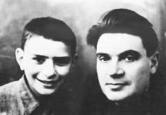 Лев  с сыном Евгением. Фото 1943 г.