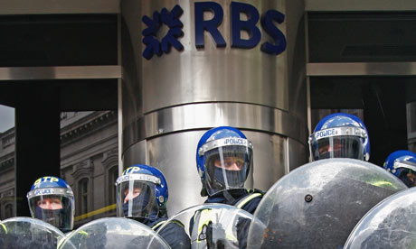 Police-at-RBS-building-001