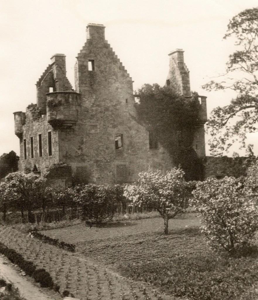 granton-castle-walled-garden-in-1920