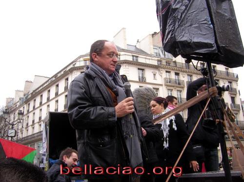 Gilles Devers parla alla conlusione di un corteo francese di solidarietà verso Gaza