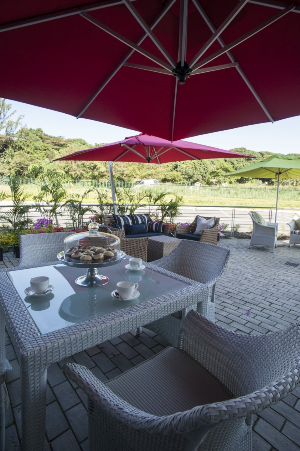Outdoor Malindi dining table with four Makuti chairs.