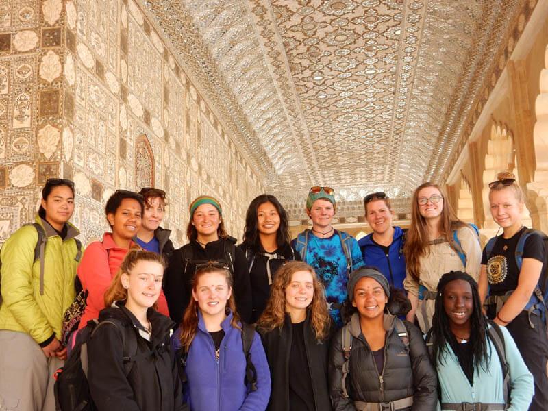 Eloise és csapata Indiában