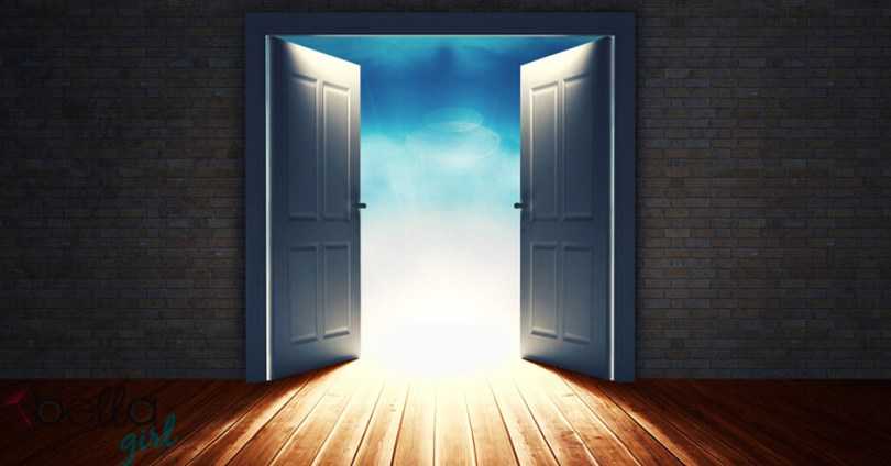 égre tárt ajtó