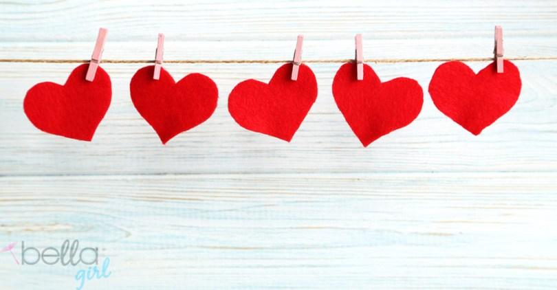 piros szívecskék csipszelve