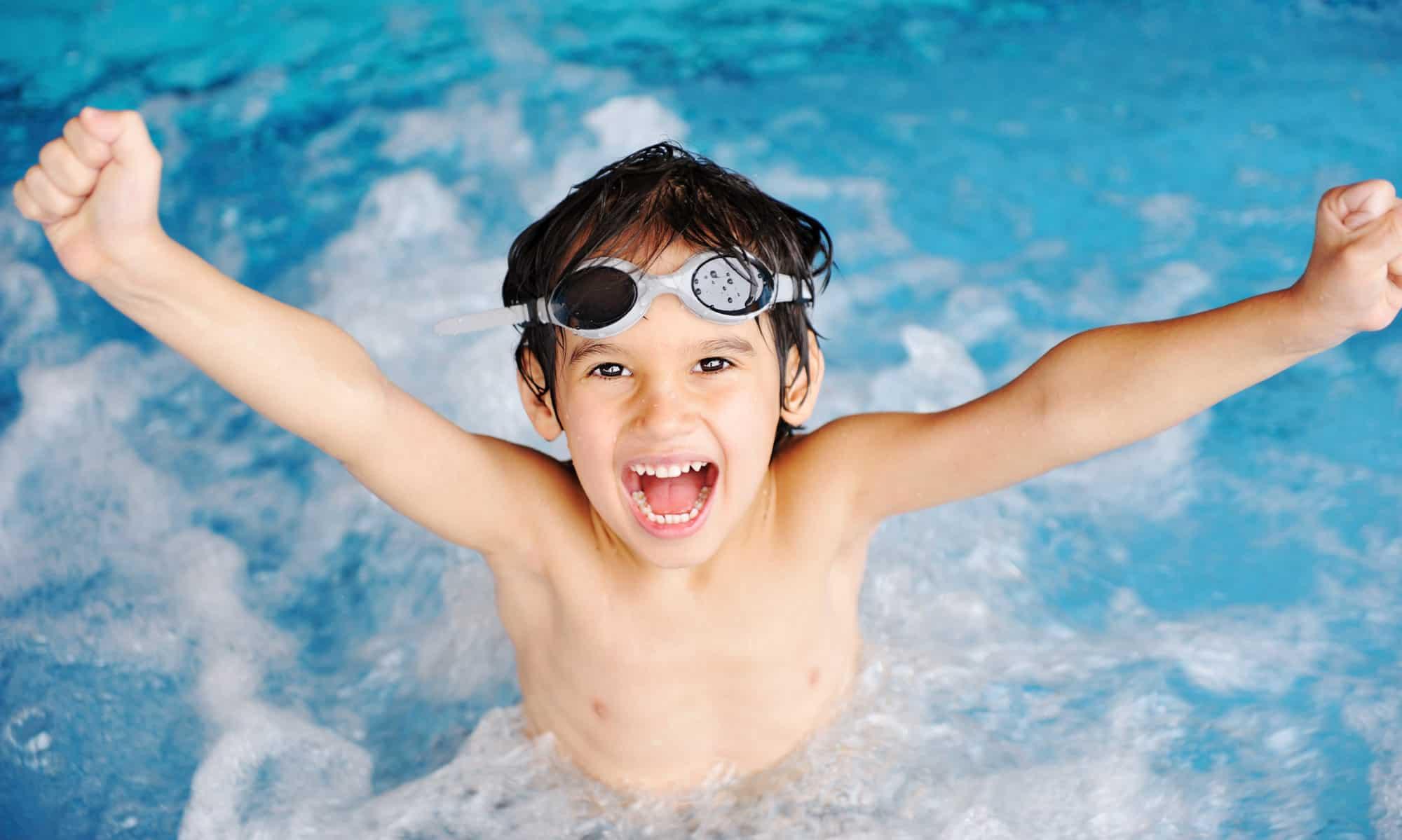 5 забавни игри с които може да научите децата си да плуват