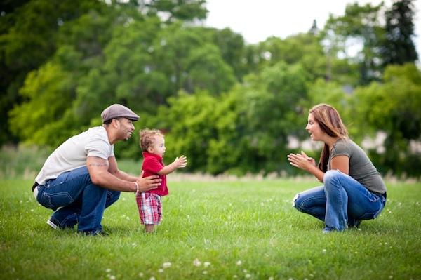 Прохождане на бебето - забавни семейни игри- bellamiestore
