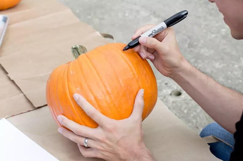 idei-kak-da-napravim-zabavna-tikva-za-halloween 17