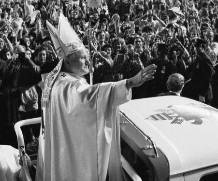 Pope_John_Paul_II_(1979)-jbm-crop