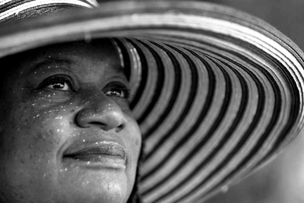 Judy Juanita up close with large hat