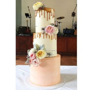 Delicious and interesting wedding cakes that meet your budget