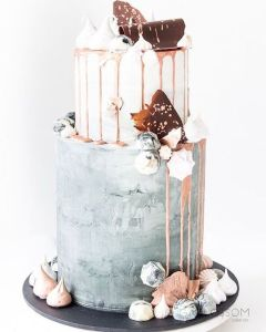 Tiered cakes fit a variety of styles and can be modern or traditional