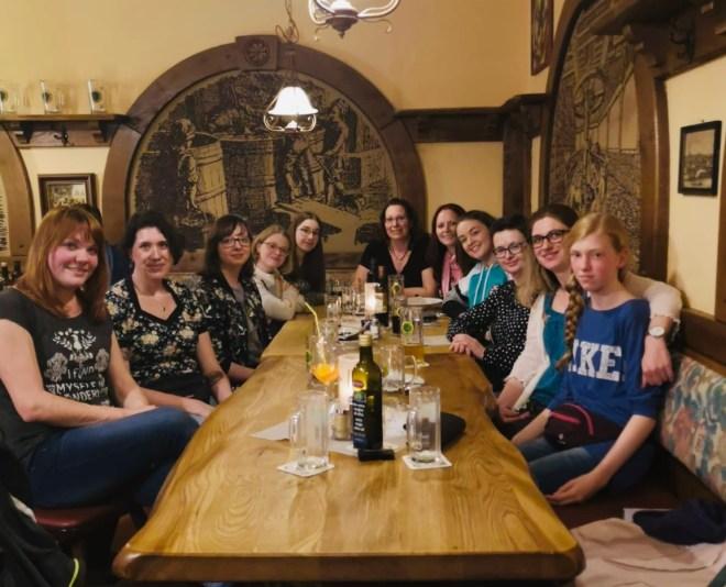 Nettes Abendessen mit ganz vielen BloggerInnen   Foto von: Anett