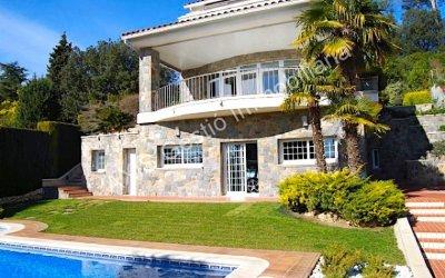 Espectacular casa en venda a Bellaterra, al costat de tots els serveis i de la estació dels FGC.