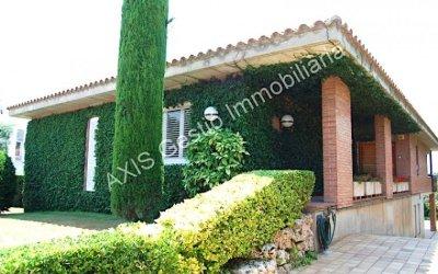 Casa en lloguer de 312 m2 en parcel·la ajardinada i molt cuidada de 1052 m2