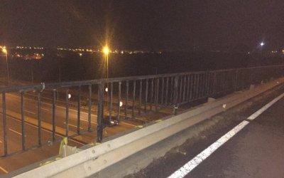 Retiren els llaços grocs que hi havia a dos ponts de l'entrada de Cerdanyola