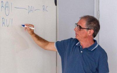 El Centre Cívic Banús busca professors d'anglès i informàtica