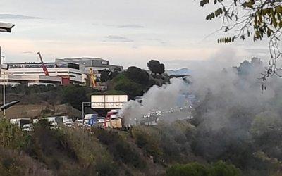 Retencions a l'AP-7 per un camió incendiat