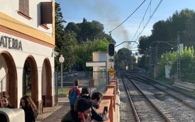 Un incendi genera retards a l'estació de Bellaterra per la vaga de la UAB