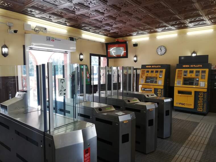 Interior de l'estació de Ferrocarrils de la Generalitat a Bellaterra