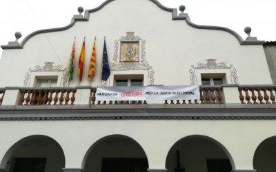 """Cerdanyola substitueix la pancarta de """"Llibertat presos polítics"""" per una que diu """"Pancarta Censurada per la Junta Electoral"""""""
