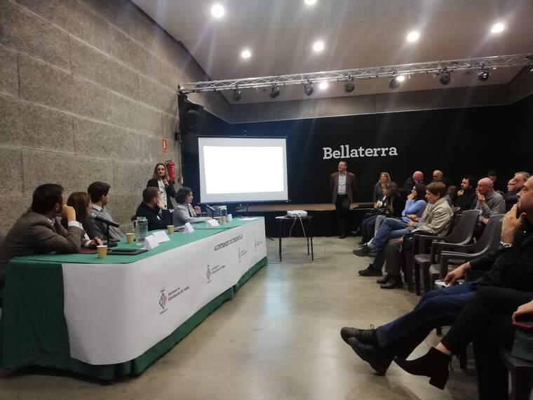L'alcalde i els regidors es van reunir amb el veïnat de Bellaterra al centre cívic