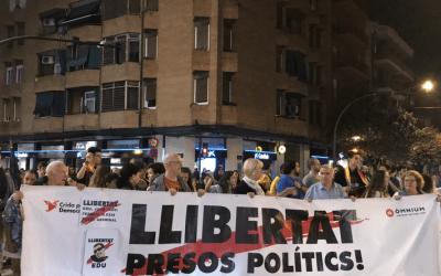 Un miler de cerdanyolencs es manifesten contra la sentència del procés