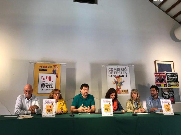 Membres de la Comissió de festes amb l'alcalde Escolà i la regidora Vila