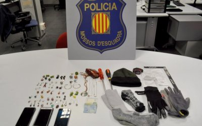 Detingut in fraganti un grup de lladres que volien robar aBellaterra