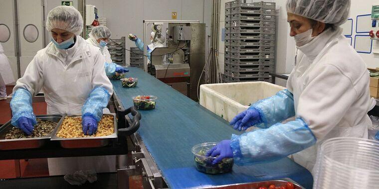 Sectors com el de l'alimentació inclouen més treballadors afectats per males condicions de treball durant la pandèmia | Cedida