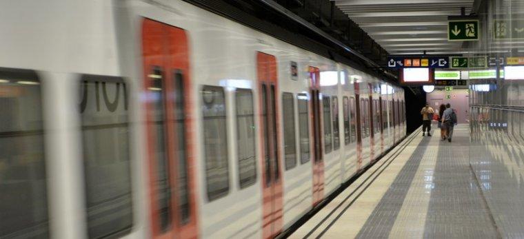 Un tren a l'estació de Sabadell Parc del Nord