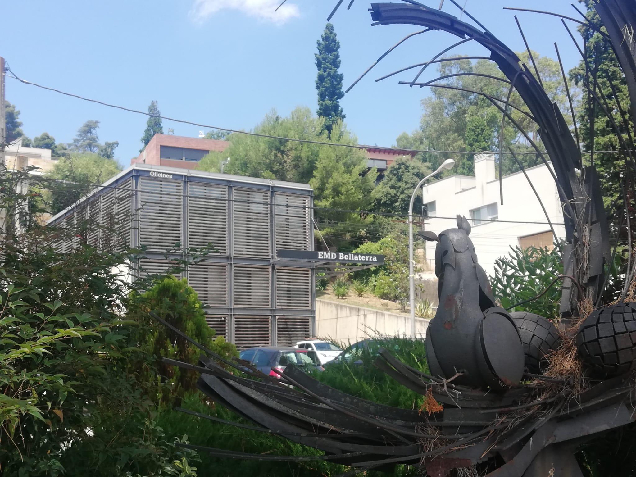 El Centre Cívic de Bellaterra, a la plaça Maragall | Toni Alfaro