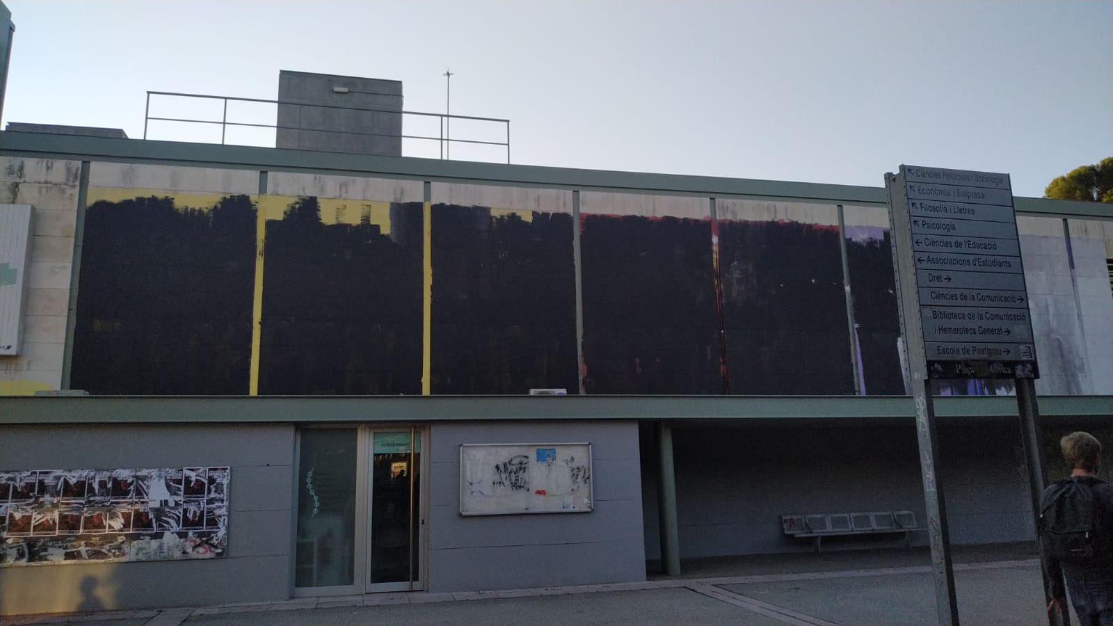 Així es va trobar el mural aquest 13 d'octubre | @SEPC_UAB