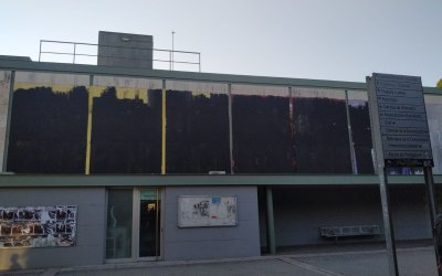 La UAB es desperta sense el mural icònic a l'edifici de la Plaça Cívica