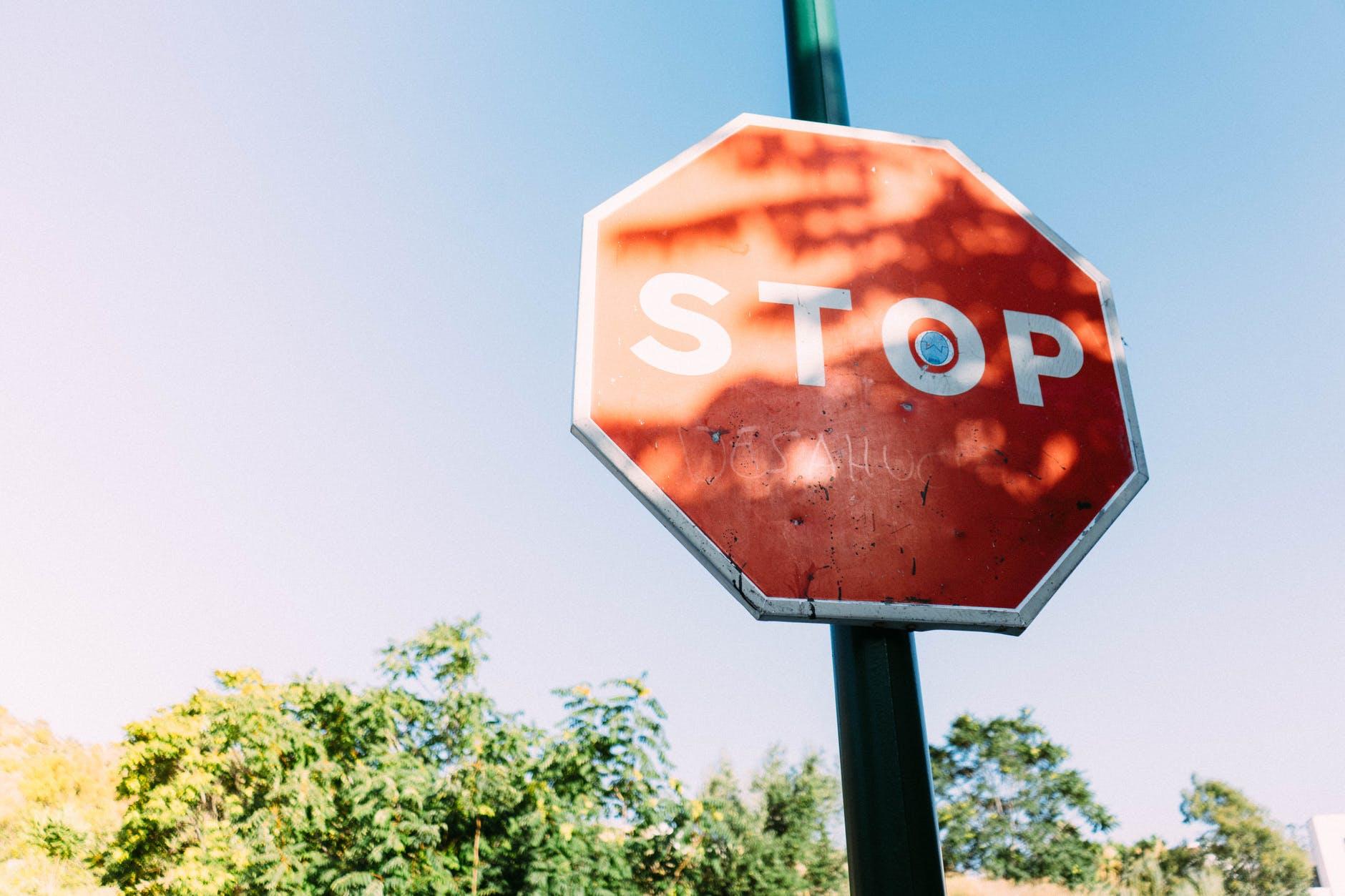 """Una senyal de trànsit de """"Stop"""""""