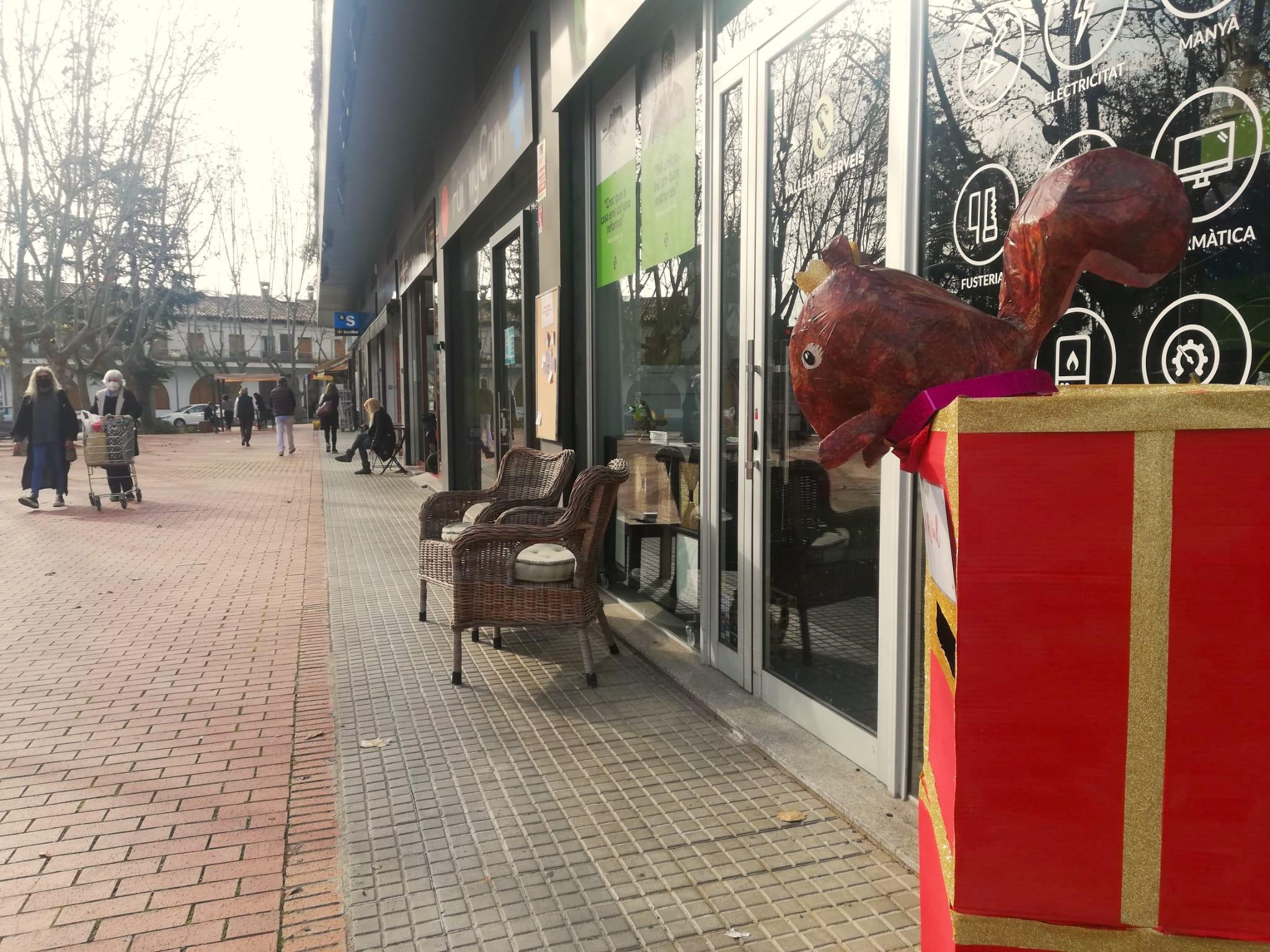 Els comerços es preparen pels dies de Nadal a Bellaterra | Toni Alfaro