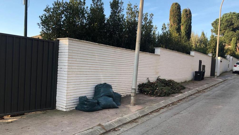 La Unió de Veïns es reuneix de nou amb l'Ajuntament per millorar la recollida d'escombreries