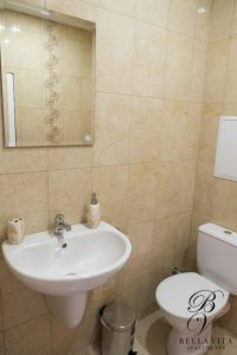 Луксозно обзаведена баня в едностаен апартамент под наем Благоевград мила